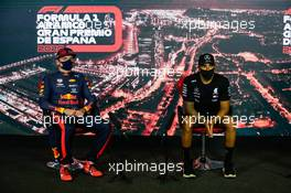 (L to R): Max Verstappen (NLD) Red Bull Racing and Lewis Hamilton (GBR) Mercedes AMG F1 in the post race FIA Press Conference. 16.08.2020. Formula 1 World Championship, Rd 6, Spanish Grand Prix, Barcelona, Spain, Race Day.
