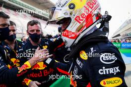 Max Verstappen (NLD) Red Bull Racing celebrates his second position in parc ferme with the team. 16.08.2020. Formula 1 World Championship, Rd 6, Spanish Grand Prix, Barcelona, Spain, Race Day.