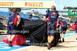 The Red Bull Racing RB16 of Alexander Albon (THA) Red Bull Racing is recovered back to the pits in the second practice session. 31.07.2020. Formula 1 World Championship, Rd 4, British Grand Prix, Silverstone, England, Practice Day.