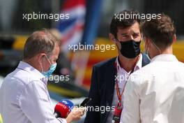 Mark Webber (AUS) Channel 4 Presenter; Martin Brundle (GBR) Sky Sports Commentator; and Jenson Button (GBR) Sky Sports F1 Presenter, on the grid. 02.08.2020. Formula 1 World Championship, Rd 4, British Grand Prix, Silverstone, England, Race Day.