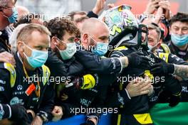 Daniel Ricciardo (AUS) Renault F1 Team celebrates his third position with the team in parc ferme. 11.10.2020. Formula 1 World Championship, Rd 11, Eifel Grand Prix, Nurbugring, Germany, Race Day.