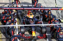 Max Verstappen (NLD) Red Bull Racing RB16 makes a pit stop. 11.10.2020. Formula 1 World Championship, Rd 11, Eifel Grand Prix, Nurbugring, Germany, Race Day.