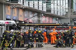 Renault F1 Team makes a pit stop. 11.10.2020. Formula 1 World Championship, Rd 11, Eifel Grand Prix, Nurbugring, Germany, Race Day.