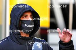 Daniel Ricciardo (AUS) Renault F1 Team with Channel 4. 10.10.2020. Formula 1 World Championship, Rd 11, Eifel Grand Prix, Nurbugring, Germany, Qualifying Day.