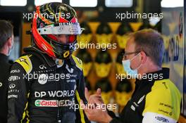 Esteban Ocon (FRA) Renault F1 Team with Mark Slade (GBR) Renault F1 Team Race Engineer. 08.10.2020. Formula 1 World Championship, Rd 11, Eifel Grand Prix, Nurbugring, Germany, Preparation Day.