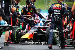 Max Verstappen (NLD) Red Bull Racing RB16 on the grid with a broken front wing after crashing leaving the pits. 19.07.2020. Formula 1 World Championship, Rd 3, Hungarian Grand Prix, Budapest, Hungary, Race Day.