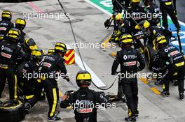 Renault F1 Team makes a pit stop. 19.07.2020. Formula 1 World Championship, Rd 3, Hungarian Grand Prix, Budapest, Hungary, Race Day.