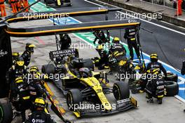 Daniel Ricciardo (AUS) Renault F1 Team RS20 makes a pit stop. 19.07.2020. Formula 1 World Championship, Rd 3, Hungarian Grand Prix, Budapest, Hungary, Race Day.