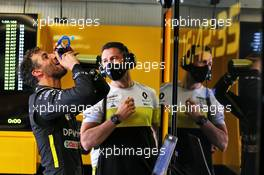 Daniel Ricciardo (AUS) Renault F1 Team with Michael Italiano (AUS) Renault F1 Team Performance Coach. 04.09.2020. Formula 1 World Championship, Rd 8, Italian Grand Prix, Monza, Italy, Practice Day.