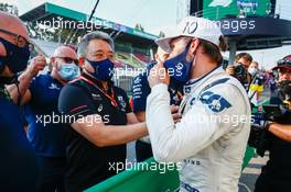 Race winner Pierre Gasly (FRA) AlphaTauri celebrates with Masashi Yamamoto (JPN) Honda Racing F1 Managing Director in parc ferme.