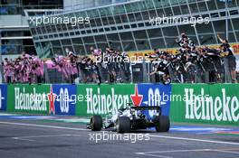 Race winner Pierre Gasly (FRA) AlphaTauri AT01 celebrates as he passes his team at the end of the race. 06.09.2020. Formula 1 World Championship, Rd 8, Italian Grand Prix, Monza, Italy, Race Day.