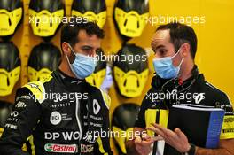 Daniel Ricciardo (AUS) Renault F1 Team with Karel Loos (BEL) Renault F1 Team Race Engineer. 23.10.2020. Formula 1 World Championship, Rd 12, Portuguese Grand Prix, Portimao, Portugal, Practice Day.