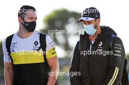 Daniel Ricciardo (AUS) Renault F1 Team with Michael Italiano (AUS) Renault F1 Team Performance Coach. 24.10.2020. Formula 1 World Championship, Rd 12, Portuguese Grand Prix, Portimao, Portugal, Qualifying Day.