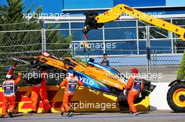 The McLaren MCL35 of race retiree Carlos Sainz Jr (ESP) McLaren is craned away from the circuit. 27.09.2020. Formula 1 World Championship, Rd 10, Russian Grand Prix, Sochi Autodrom, Sochi, Russia, Race Day.