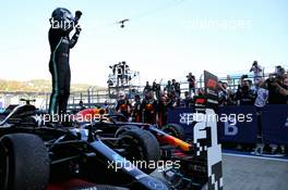 Race winner Valtteri Bottas (FIN) Mercedes AMG F1 W11 celebrates in parc ferme. 27.09.2020. Formula 1 World Championship, Rd 10, Russian Grand Prix, Sochi Autodrom, Sochi, Russia, Race Day.