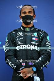 Third placed Lewis Hamilton (GBR) Mercedes AMG F1 on the podium. 27.09.2020. Formula 1 World Championship, Rd 10, Russian Grand Prix, Sochi Autodrom, Sochi, Russia, Race Day.