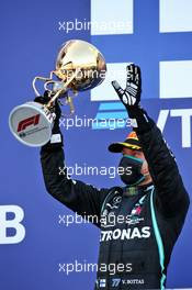 Race winner Valtteri Bottas (FIN) Mercedes AMG F1 celebrates on the podium. 27.09.2020. Formula 1 World Championship, Rd 10, Russian Grand Prix, Sochi Autodrom, Sochi, Russia, Race Day.