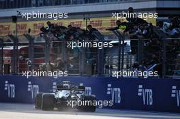 Race winner Valtteri Bottas (FIN) Mercedes AMG F1 W11 celebrates with the team at the end of the race. 27.09.2020. Formula 1 World Championship, Rd 10, Russian Grand Prix, Sochi Autodrom, Sochi, Russia, Race Day.