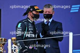 Lewis Hamilton (GBR) Mercedes AMG F1 and Dmitry Kozak (RUS) Former Russian Deputy Prime Minister on the podium. 27.09.2020. Formula 1 World Championship, Rd 10, Russian Grand Prix, Sochi Autodrom, Sochi, Russia, Race Day.