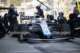 George Russell (GBR) Williams Racing FW43 makes a pit stop. 27.09.2020. Formula 1 World Championship, Rd 10, Russian Grand Prix, Sochi Autodrom, Sochi, Russia, Race Day.