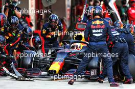 Max Verstappen (NLD) Red Bull Racing RB16 makes a pit stop. 27.09.2020. Formula 1 World Championship, Rd 10, Russian Grand Prix, Sochi Autodrom, Sochi, Russia, Race Day.