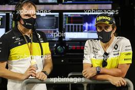 (L to R): Alan Permane (GBR) Renault F1 Team Trackside Operations Director with Fernando Alonso (ESP) Renault F1 Team. 04.12.2020. Formula 1 World Championship, Rd 16, Sakhir Grand Prix, Sakhir, Bahrain, Practice Day