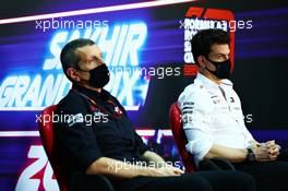 (L to R): Guenther Steiner (ITA) Haas F1 Team Prinicipal and Toto Wolff (GER) Mercedes AMG F1 Shareholder and Executive Director in the FIA Press Conference. 04.12.2020. Formula 1 World Championship, Rd 16, Sakhir Grand Prix, Sakhir, Bahrain, Practice Day