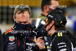 (L to R): Paul Monaghan (GBR) Red Bull Racing Chief Engineer on the grid with Fernando Alonso (ESP) Renault F1 Team. 06.12.2020. Formula 1 World Championship, Rd 16, Sakhir Grand Prix, Sakhir, Bahrain, Race Day.