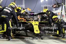 Daniel Ricciardo (AUS) Renault F1 Team RS20 makes a pit stop. 06.12.2020. Formula 1 World Championship, Rd 16, Sakhir Grand Prix, Sakhir, Bahrain, Race Day.