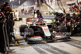 Pietro Fittipaldi (BRA) Haas VF-19 makes a pit stop. 06.12.2020. Formula 1 World Championship, Rd 16, Sakhir Grand Prix, Sakhir, Bahrain, Race Day.
