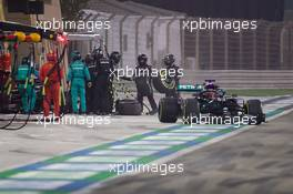 George Russell (GBR) Mercedes AMG F1 W11 and Valtteri Bottas (FIN) Mercedes AMG F1 W11 make pit stops. 06.12.2020. Formula 1 World Championship, Rd 16, Sakhir Grand Prix, Sakhir, Bahrain, Race Day.