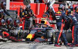 Alexander Albon (THA) Red Bull Racing RB16 makes a pit stop. 12.07.2020. Formula 1 World Championship, Rd 2, Steiermark Grand Prix, Spielberg, Austria, Race Day.