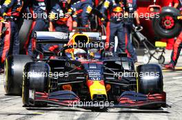 Max Verstappen (NLD) Red Bull Racing RB16 makes a pit stop. 12.07.2020. Formula 1 World Championship, Rd 2, Steiermark Grand Prix, Spielberg, Austria, Race Day.