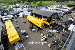 Renault F1 Team - post race pack up.