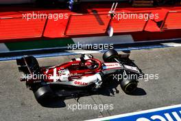 Kimi Raikkonen (FIN) Alfa Romeo Racing C39 in the pits with a broken front wing. 13.09.2020. Formula 1 World Championship, Rd 9, Tuscan Grand Prix, Mugello, Italy, Race Day.