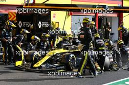 Daniel Ricciardo (AUS) Renault F1 Team RS20 makes a pit stop. 13.09.2020. Formula 1 World Championship, Rd 9, Tuscan Grand Prix, Mugello, Italy, Race Day.