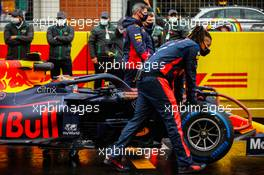 Alexander Albon (THA) Red Bull Racing RB16 on the grid. 15.11.2020. Formula 1 World Championship, Rd 14, Turkish Grand Prix, Istanbul, Turkey, Race Day.