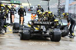 Esteban Ocon (FRA) Renault F1 Team RS20 makes a pit stop. 15.11.2020. Formula 1 World Championship, Rd 14, Turkish Grand Prix, Istanbul, Turkey, Race Day.