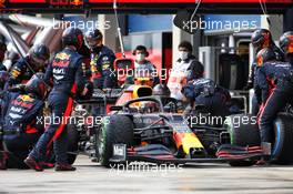 Alexander Albon (THA) Red Bull Racing RB16 makes a pit stop. 15.11.2020. Formula 1 World Championship, Rd 14, Turkish Grand Prix, Istanbul, Turkey, Race Day.