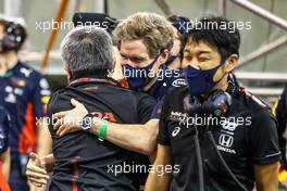 Masashi Yamamoto (JPN) Honda Racing F1 Managing Director celebrates with Red Bull Racing in parc ferme. 13.12.2020. Formula 1 World Championship, Rd 17, Abu Dhabi Grand Prix, Yas Marina Circuit, Abu Dhabi, Race Day.