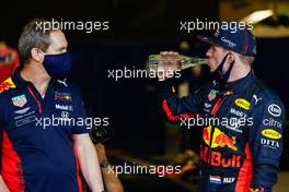 (L to R): Paul Monaghan (GBR) Red Bull Racing Chief Engineer with race winner Max Verstappen (NLD) Red Bull Racing in parc ferme. 13.12.2020. Formula 1 World Championship, Rd 17, Abu Dhabi Grand Prix, Yas Marina Circuit, Abu Dhabi, Race Day.