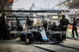 Nicholas Latifi (CDN) Williams Racing FW43 makes a pit stop. 13.12.2020. Formula 1 World Championship, Rd 17, Abu Dhabi Grand Prix, Yas Marina Circuit, Abu Dhabi, Race Day.