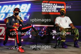 (L to R): Max Verstappen (NLD) Red Bull Racing and Lewis Hamilton (GBR) Mercedes AMG F1 in the post qualifying FIA Press Conference. 12.12.2020. Formula 1 World Championship, Rd 17, Abu Dhabi Grand Prix, Yas Marina Circuit, Abu Dhabi, Qualifying Day.