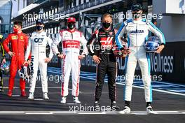 George Russell (GBR) Williams Racing at the drivers' end of season group photograph. 13.12.2020. Formula 1 World Championship, Rd 17, Abu Dhabi Grand Prix, Yas Marina Circuit, Abu Dhabi, Race Day.