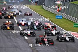 Callum Ilott (GBR) Uni-Virtuosi Racing leads at the start of the race. 19.07.2020. FIA Formula 2 Championship, Rd 3, Budapest, Hungary, Sunday.