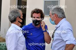 (L to R): Alain Prost (FRA) Alpine F1 Team Non-Executive Director with Fernando Alonso (ESP) Alpine F1 Team and Carlos Sainz (ESP). 26.03.2021. Formula 1 World Championship, Rd 1, Bahrain Grand Prix, Sakhir, Bahrain, Practice Day