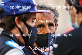Alain Prost (FRA) Alpine F1 Team Non-Executive Director with Fernando Alonso (ESP) Alpine F1 Team on the grid. 28.03.2021. Formula 1 World Championship, Rd 1, Bahrain Grand Prix, Sakhir, Bahrain, Race Day.