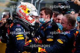 Race winner Max Verstappen (NLD) Red Bull Racing celebrates with the team in parc ferme. 18.04.2021. Formula 1 World Championship, Rd 2, Emilia Romagna Grand Prix, Imola, Italy, Race Day.