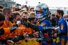 Daniel Ricciardo (AUS) McLaren with the team in parc ferme. 18.04.2021. Formula 1 World Championship, Rd 2, Emilia Romagna Grand Prix, Imola, Italy, Race Day.